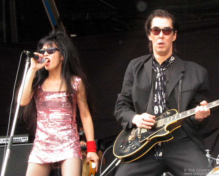 Sheena and Makoto of Sheena & the Rokkets played an inspired blues/rock set. Sheena reminds me of Tina Turner.