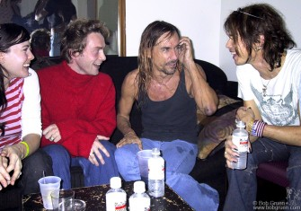After the show Iggy chatted with Steven Tyler and Steven's daughter Liv and her boyfriend Roy, who's the singer in the band Spacehog.
