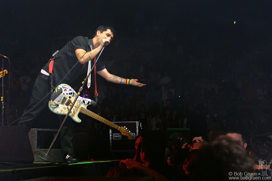 Billie Joe really reaches out to his fans.