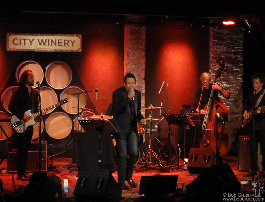 Jan 21 - NYC - Alejandro Escovedo and his band played a set of Lou Reed songs at City Winery.