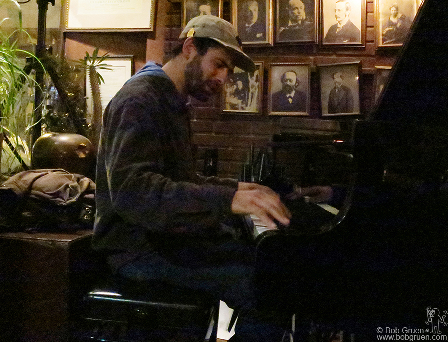 Feb 19 - NYC - JJ Beck played a moving set of his original jazz music at Indigo Cafe in Greenwich Village.