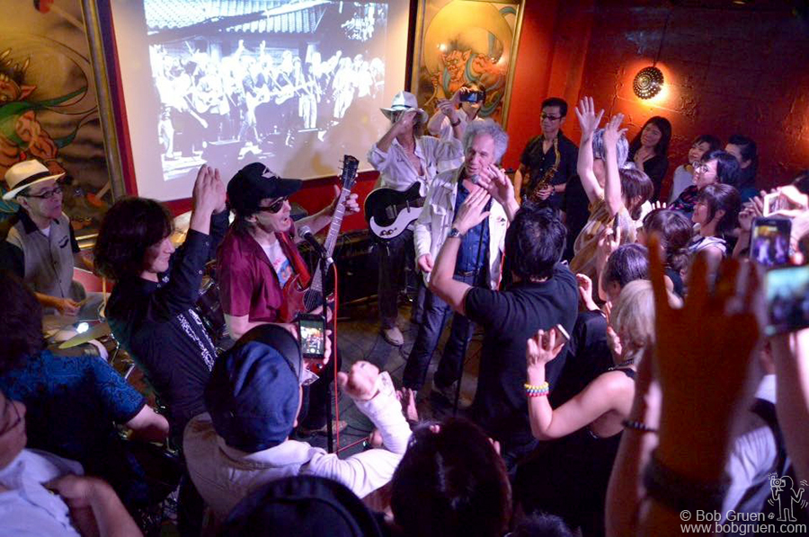 Aug 4 – Tokyo – Makoto Ayukawa of Sheena and The Rokkets organized a party for me at Red Shoes club in Tokyo. Guest performers included celebrated Japanese musicians Diamond Yuki, Char, and Nao Yuki Fujii on stage.