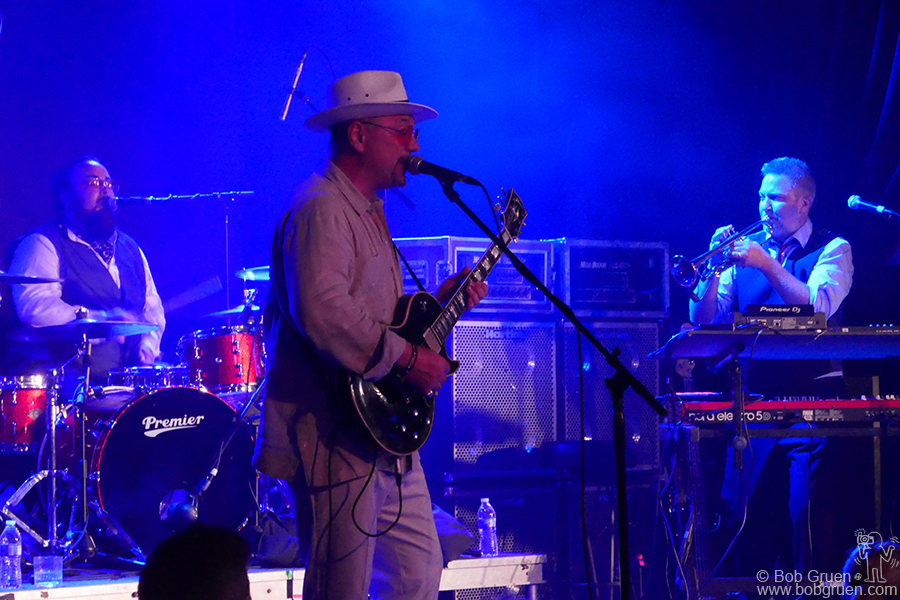 May 31 – NYC – Fun Lovin' Criminals played New York for the first time in many years on stage at the Highline Ballroom, and they were great!