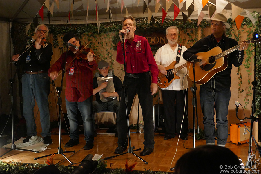 July 29 – Naeba, Japan – New York country band Western Caravan played at the Fuji Rock Festival on the Cafe Don stage.