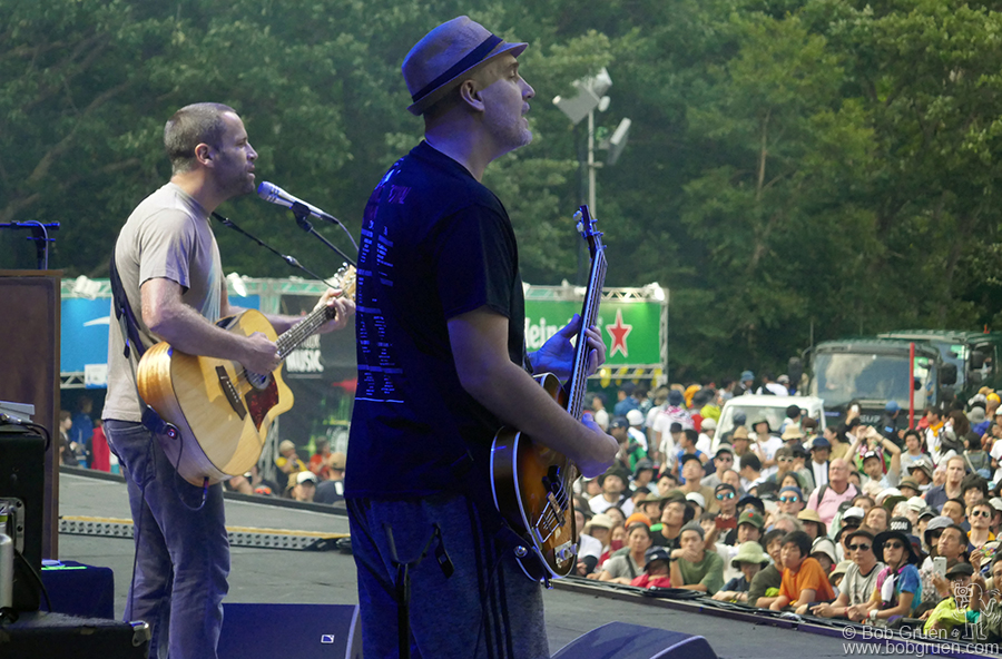 July 29 – Naeba, Japan – Jack Johnson and Merlo Podlewski on the big stage during Fuji Rock Festival.