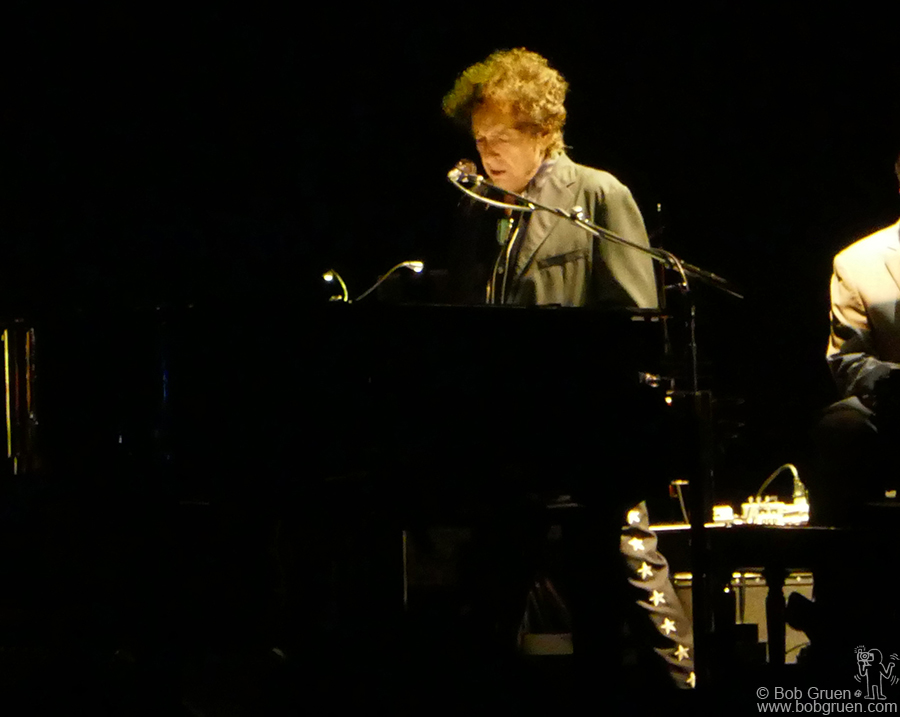 July 29 – Naeba, Japan – The most anticipated act of the weekend was Bob Dylan on Sunday night.  For Japanese fans who hadn't seen him before it was a dream come true.