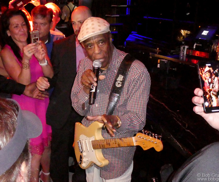Buddy Guy performing by the bar at the Sony Theater, NYC. June 27, 2019. © Bob Gruen/www.bobgruen.com   Please contact Bob Gruen's studio to purchase a print or license this photo. email: info@bobgruen.com