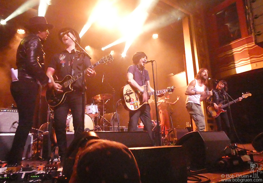 Sept 14 - NYC - Jesse Malin's show ended with Alejandro Escovedo and Joseph Arthur joining him for a rousing encore!